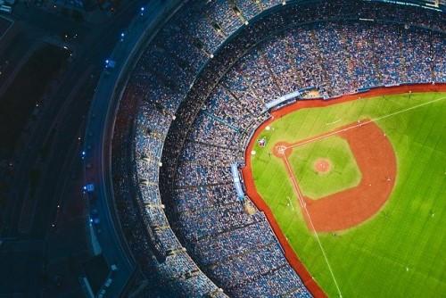 ナイターの野球場